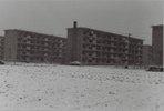 富士見台団地2,257戸が完成したのは昭和40年で、11月には入居を開始しました。<br /> 写真前方に雪が積もっているのは畑で、団地周辺には畑が広がっていました。<br />