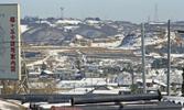 昭和44年(1969年)3月5日に、多摩ニュータウン開発を千葉県北総開発局白井用地事務所一行が視察した時に撮影されたもの。桜ケ丘付近から、南東方向の馬引沢、連光寺方面を撮影。写真中央付近は現在多摩市聖ヶ丘で、住宅地が広がっている。