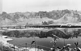 秋川の北岸より引田大橋と一の谷を写した写真です。