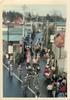 箱根ヶ崎駅の東、国道16号(現都道166号)より圓福寺の参道を望む。箱根ヶ崎獅子舞は瑞穂町の指定文化財。天狗が先導し、棒使い、花笠等が練り歩いている。